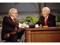 ed-mcmahon-and-johnny-carson-on-the-tonight-show-shaking-hands